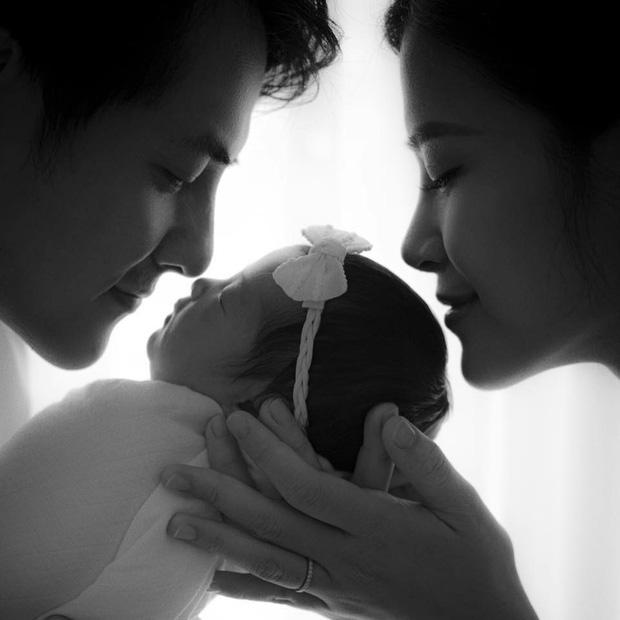 Những khoảnh khắc cùng bé Winnie do 2 vợ chồng chia sẻ.