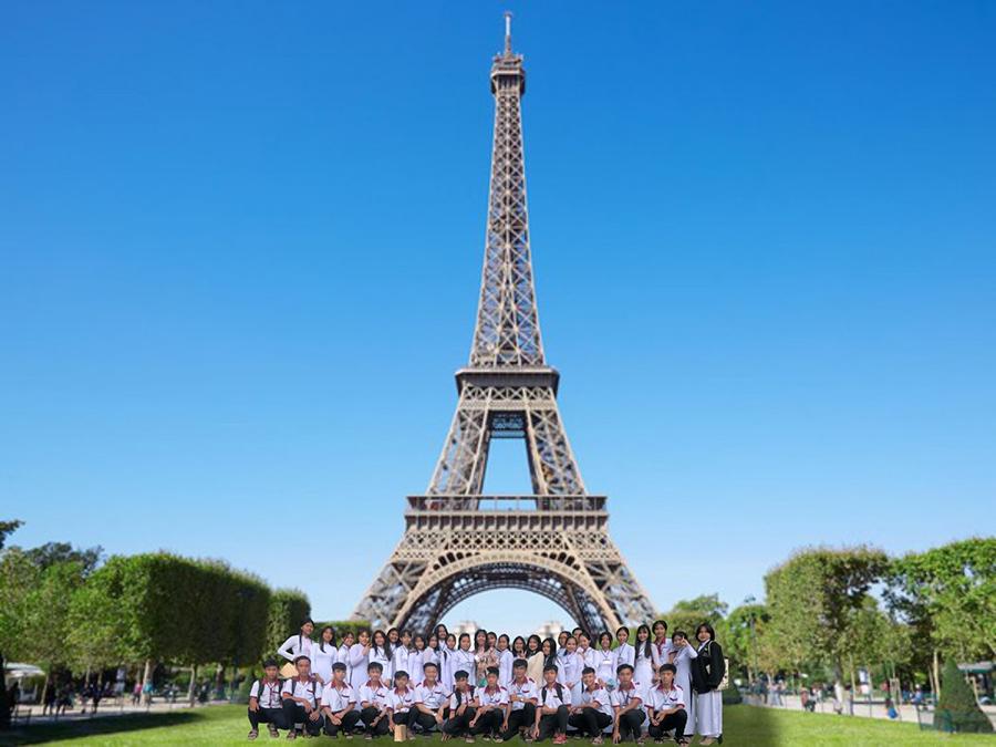 Lớp mình còn đi thăm Tháp Eiffel (Pháp) cơ