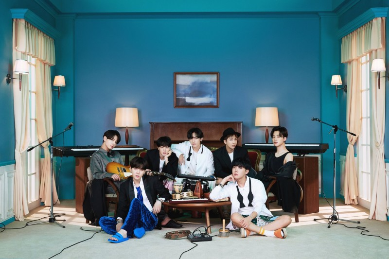 Việc Big Hit đăng video giữa thời điểm BTS sắp comeback khiến fan của nhóm không mấy đồng tình.
