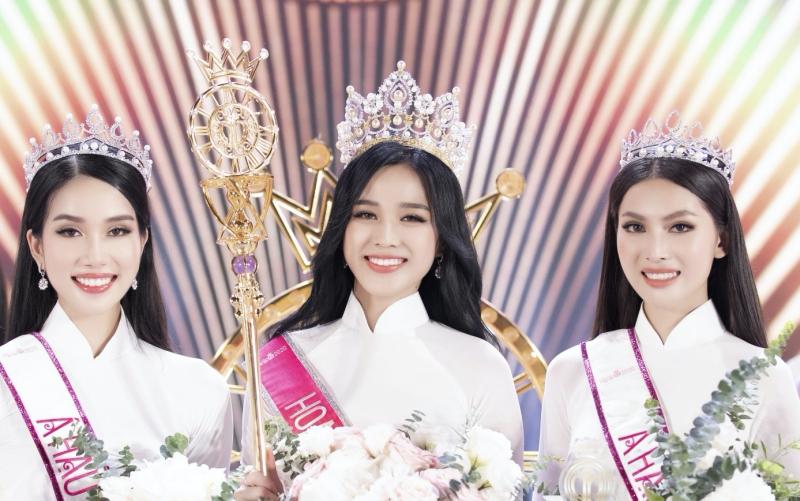 Hoa hậu Đỗ Thị Hà: 'Được khuyên nên khóa Facebook, tôi còn hồn nhiên hỏi lại 'sao phải khoá?' 0