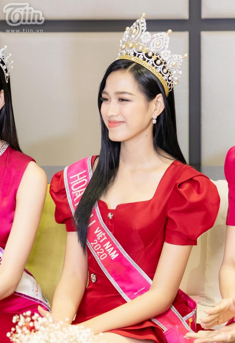 Hoa hậu Đỗ Thị Hà: 'Được khuyên nên khóa Facebook, tôi còn hồn nhiên hỏi lại 'sao phải khoá?' 3