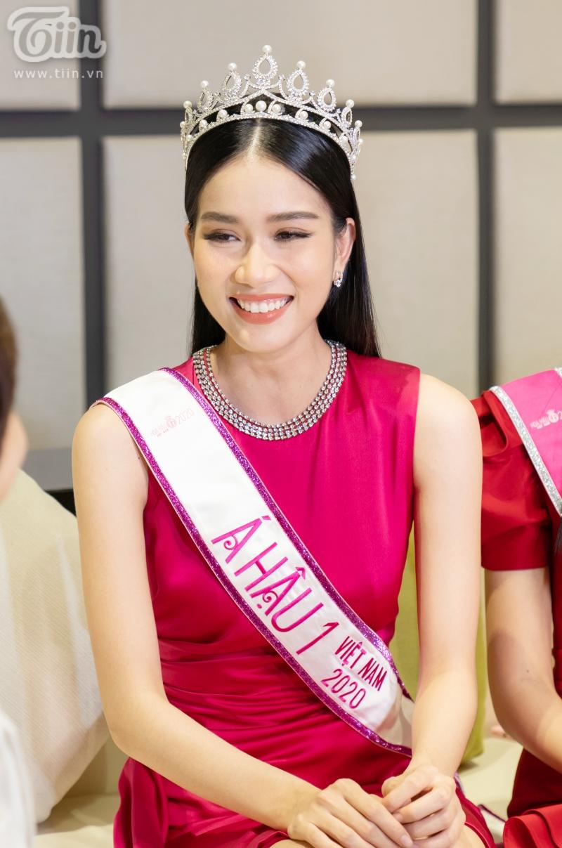 Hoa hậu Đỗ Thị Hà: 'Được khuyên nên khóa Facebook, tôi còn hồn nhiên hỏi lại 'sao phải khoá?' 8