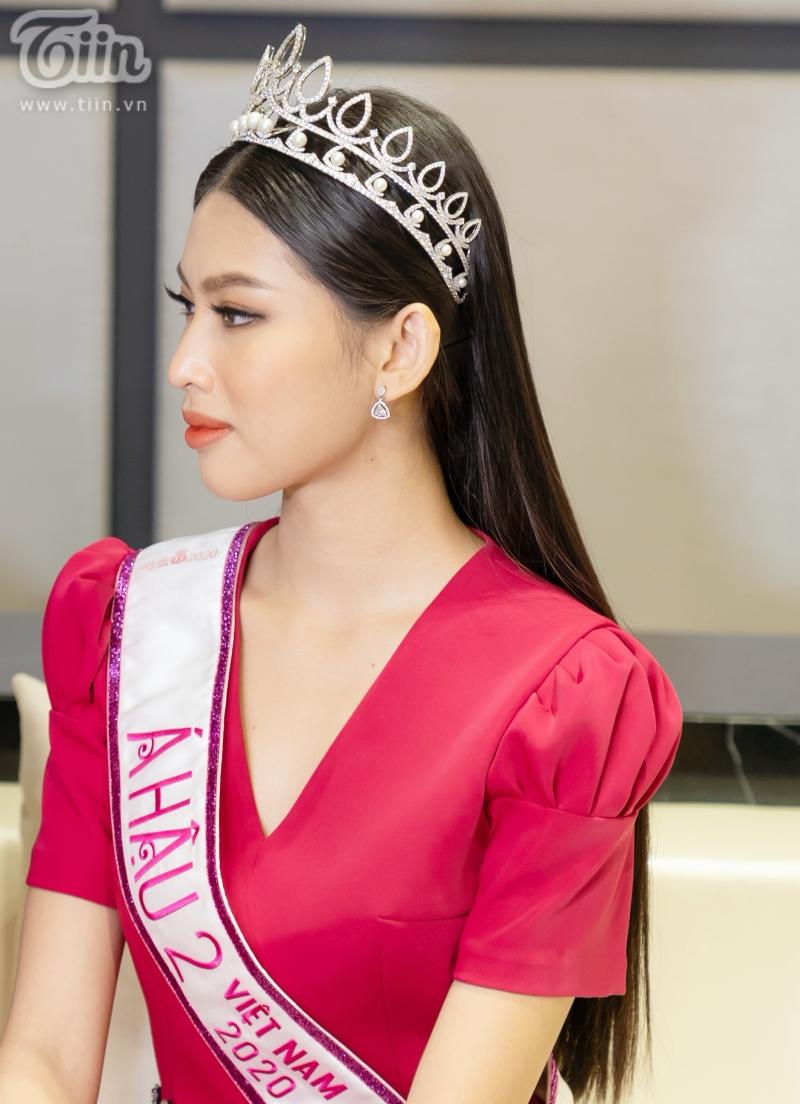 Hoa hậu Đỗ Thị Hà: 'Được khuyên nên khóa Facebook, tôi còn hồn nhiên hỏi lại 'sao phải khoá?' 6
