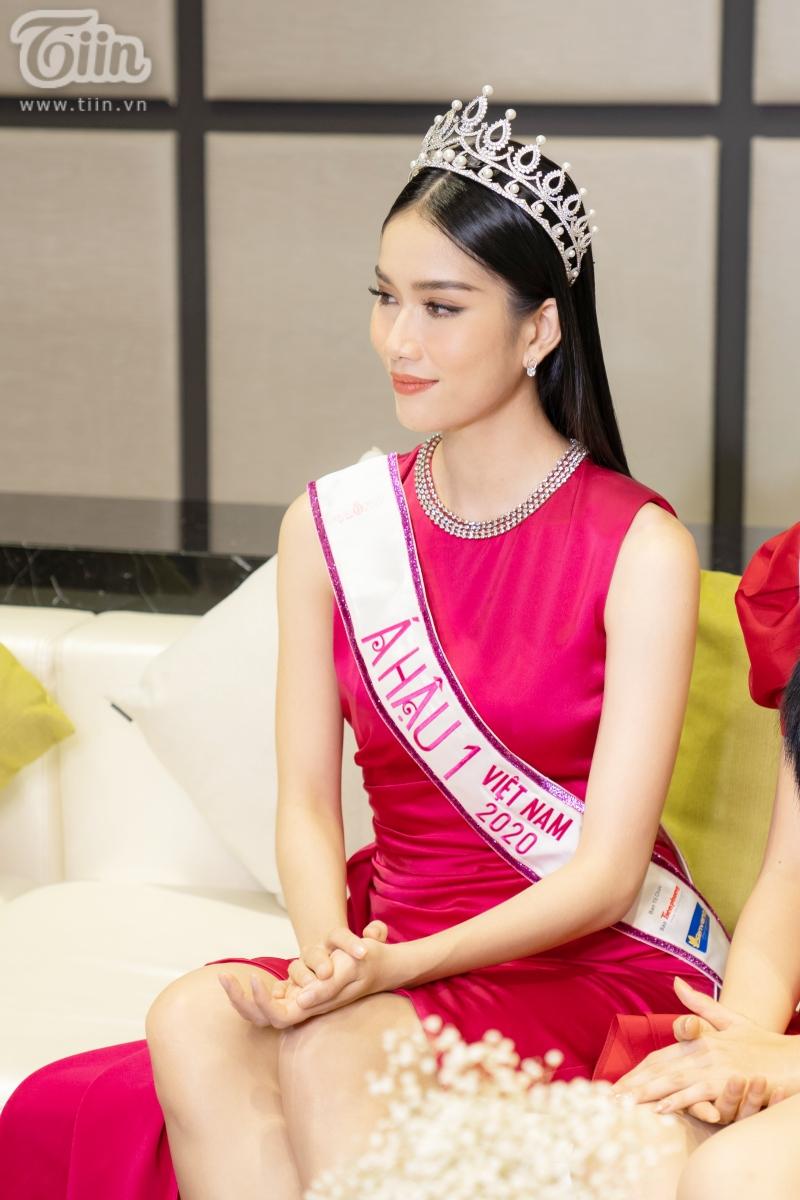 Hoa hậu Đỗ Thị Hà: 'Được khuyên nên khóa Facebook, tôi còn hồn nhiên hỏi lại 'sao phải khoá?' 11