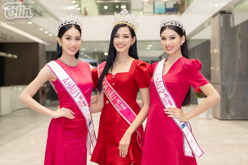 Hoa hậu Đỗ Thị Hà: 'Được khuyên nên khóa Facebook, tôi còn hồn nhiên hỏi lại 'sao phải khoá?' 14