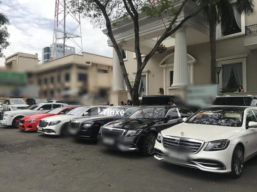 Những hình ảnh được hé lộ về dàn siêu xe trong lễ ăn hỏi của thiếu gia Phan Thành sáng sớm nay. Ảnh: Tin xe.