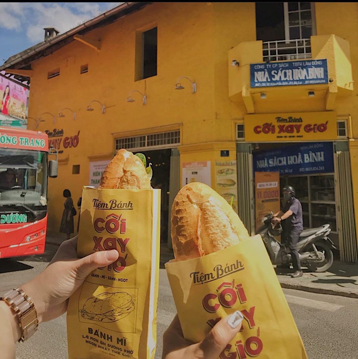 Bức tường vàng huyền thoại tiệm bánh Cối Xay Gió nổi tiếng Đà Lạt sẽ biến mất sau 1 tuần nữa 4
