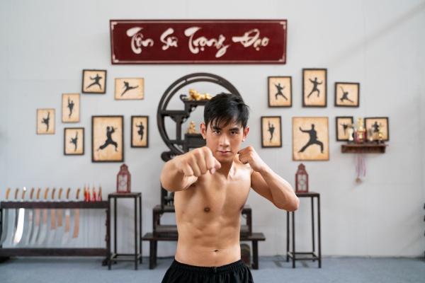 Diễn viên gốc Việt tham gia nhiều bom tấn Hollywood gây chú ý với vai chính đầu tiên trong phim 'Võ sinh đại chiến' 6