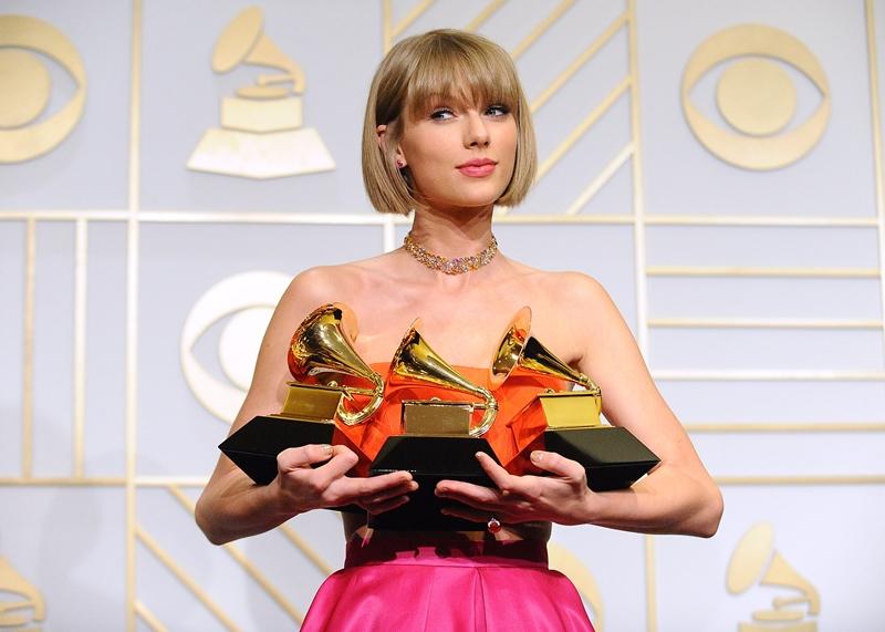 Chính Taylor Swift cũngquyết định 'ở nhà', không tham dự Grammy năm ngoái vì loạt bê bối của lễ trao giải này.