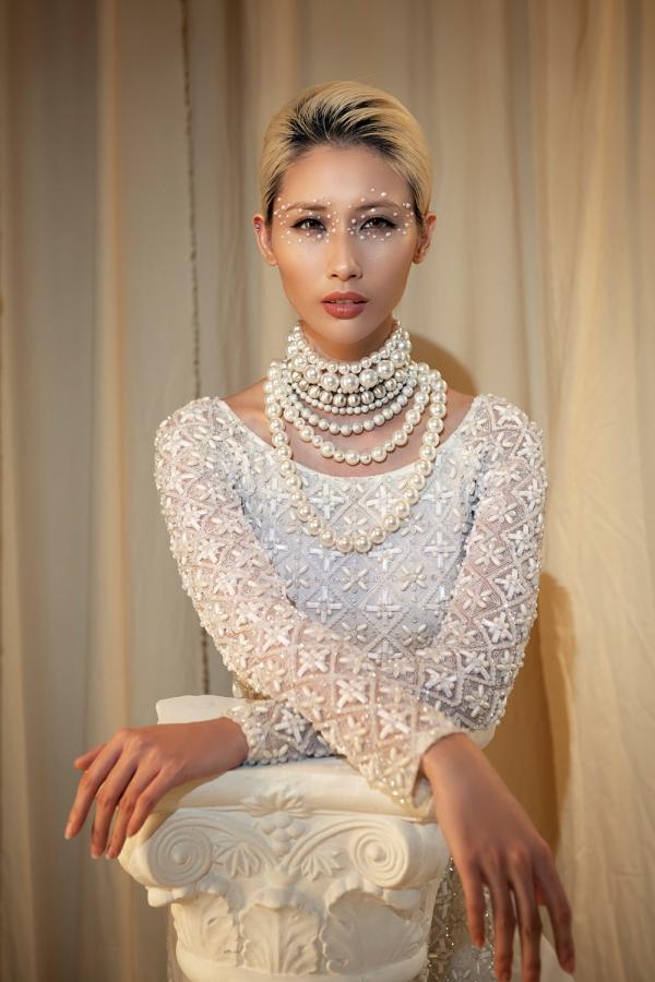 Hằng Nguyễn làm nàng thơ trong BST áo dài truyền thống kết hợp hiện đại của NTK Minh Châu 7