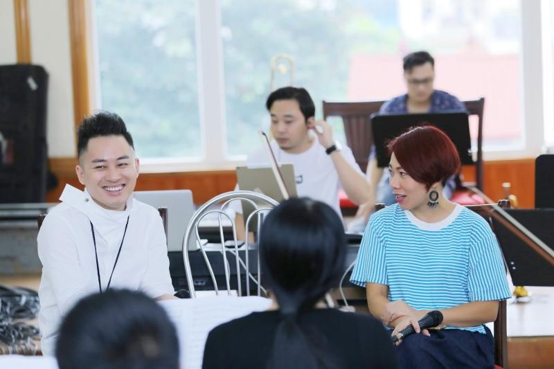 Tùng Dương say mê tập nhạc bên Ngọt, Hà Trần và Bùi Lan Hương 0