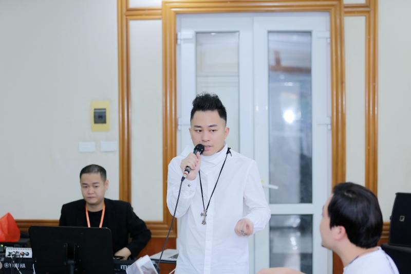 Tùng Dương say mê tập nhạc bên Ngọt, Hà Trần và Bùi Lan Hương 2