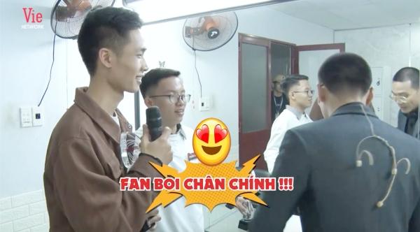 Được 'trai đẹp' Siêu trí tuệ Việt Nam xin chữ ký, Wowy hoang mang hỏi lại: 'Do thật tâm em muốn hay biên tập kêu vậy?' 5