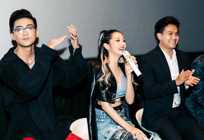 Bảo Anh diện đồ chất chơi đọ dáng cùng Minh Tú và dàn rapper mới nổi 7