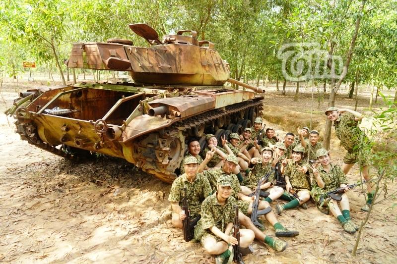 Đặc biệt, không chỉ các mỹ nhân Vbiz thân thiết với nhau, mà họ còn thân với những chiến sĩ cùng tập luyện trong 7 ngày sinh hoạt ở doanh trại.