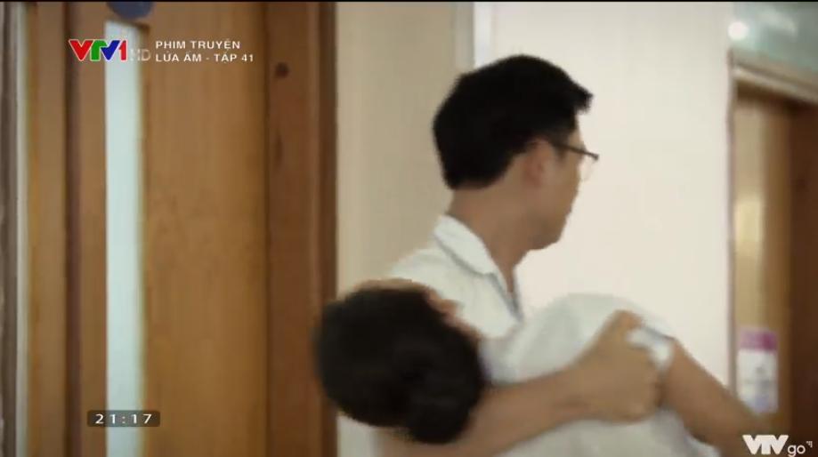 'Lửa ấm' tập 41: Thấy vợ thân mật bên trai lạ, NSƯT Trương Minh Quốc Thái quay sang hỏi tội Thu Quỳnh 0