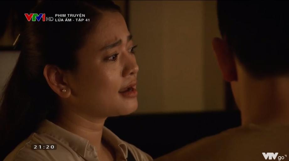 'Lửa ấm' tập 41: Thấy vợ thân mật bên trai lạ, NSƯT Trương Minh Quốc Thái quay sang hỏi tội Thu Quỳnh 4