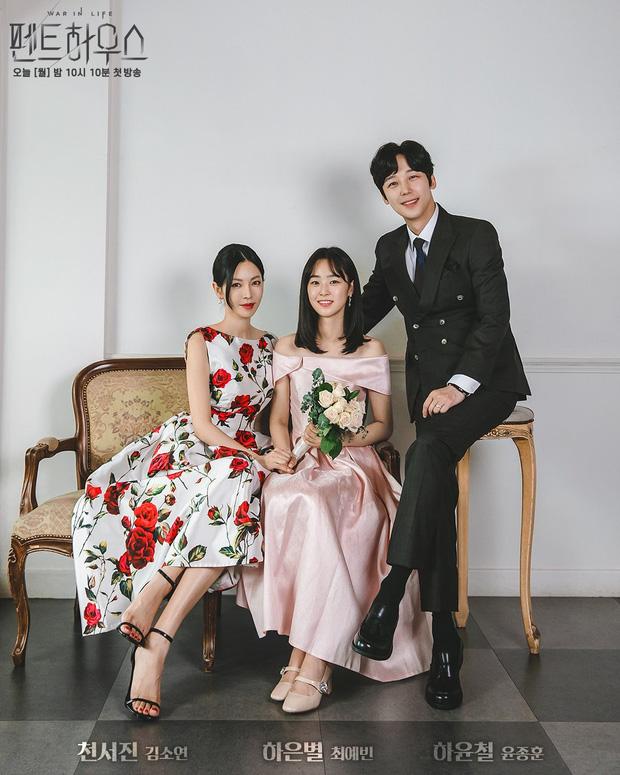 Choi Ye Bin (giữa) đóng vai con gái của ác nữ nhất phim.
