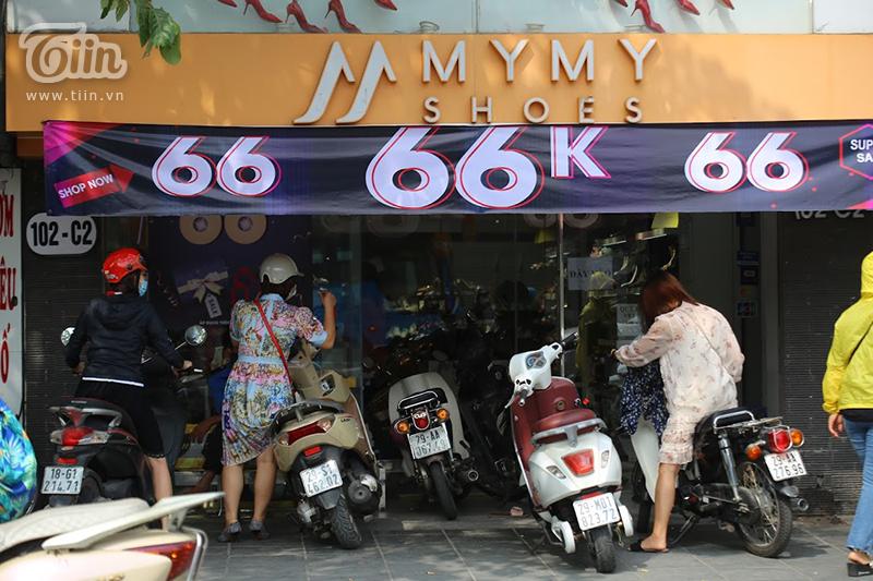 Shop giày dép này khuyến mãi đồng giá chỉ 66.000 đồng.
