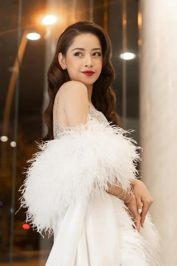 Chi Pu biểu diễn chương trình Quốc tế, netizen chia làm hai phe: Người mong chờ, kẻ khuyên...hát nhép 2