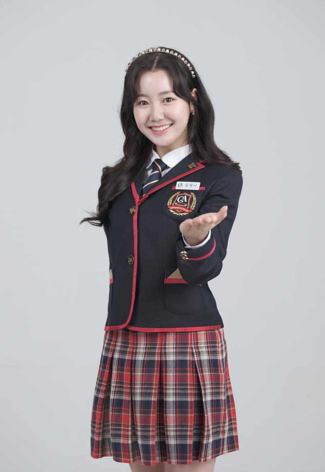 Jin Ji Hee tươi tắn và rạng rỡ.