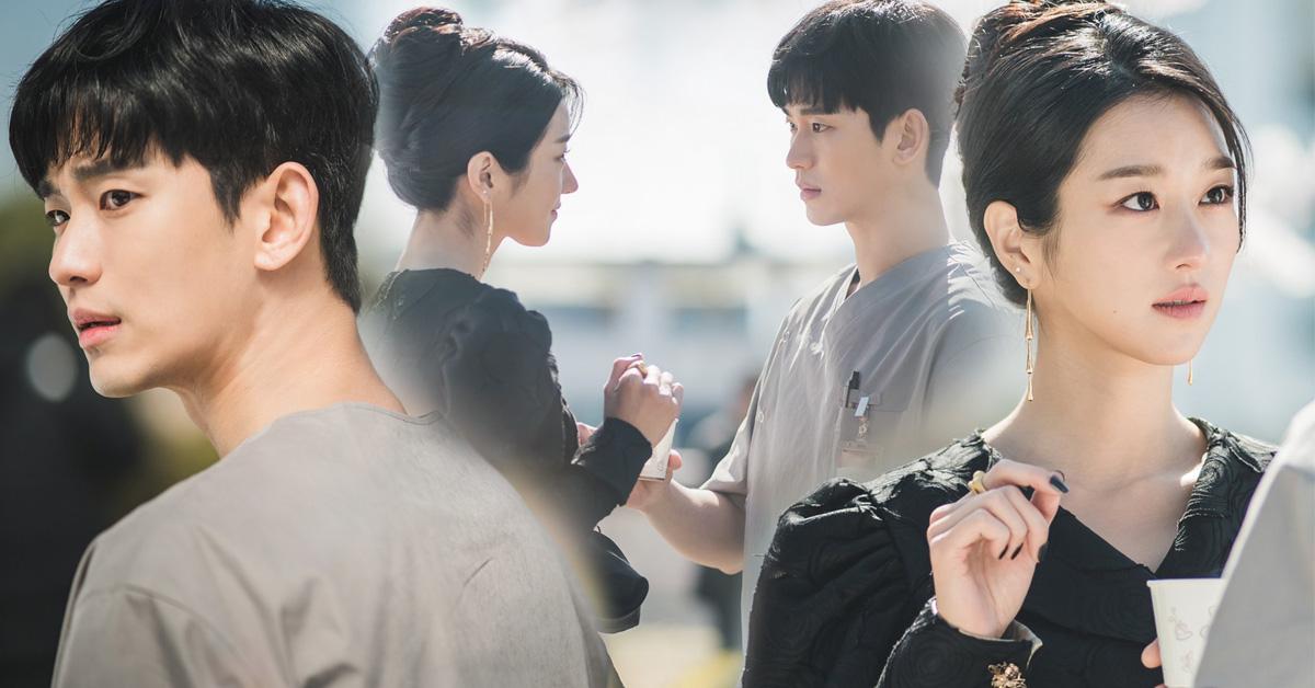 Kang Tae và mọi người xung quanh giúp cô chữa lành vết thương.