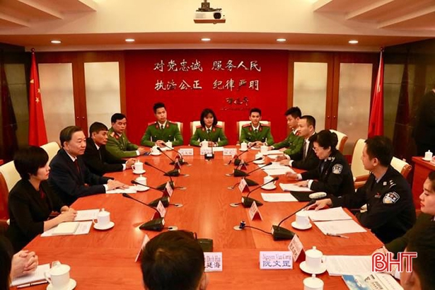 Thuỷ Tiên có vinh dự được tham gia buổi làm việc của Thượng tướng Tô Lâm, Ủy viên Bộ chính trị, Bộ trưởng Bộ Công antại trường Đại học Công an Nhân dân Trung Quốc năm 2018.
