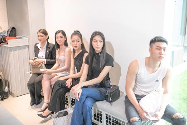 Bị loại khỏi Top 10 Hoa hậu Việt Nam 2020 đáng tiếc nhưng Cẩm Đan vẫn 'đắt show' 5