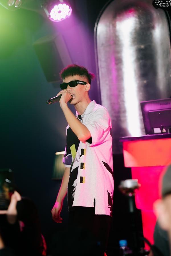 Một 'mảnh' khác của OTD là Phunho cũng góp mặt trong đêm diễn với cácca khúc như Westside hay Gucci.