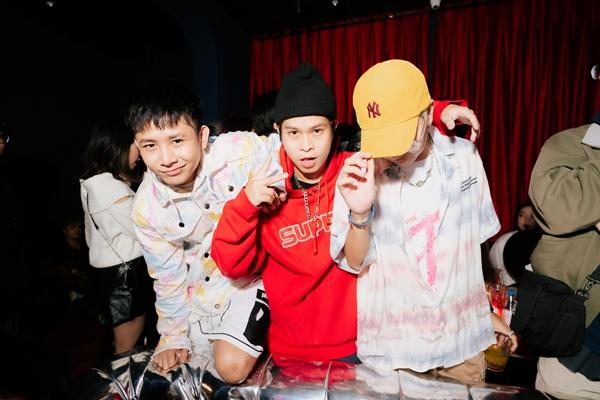 Dàn ca sĩ, rapper trẻ hội tụ, Karik bất ngờ xuất hiện cổ vũ và còn được học trò Ricky Star gọi là 'bé ngoan' 10