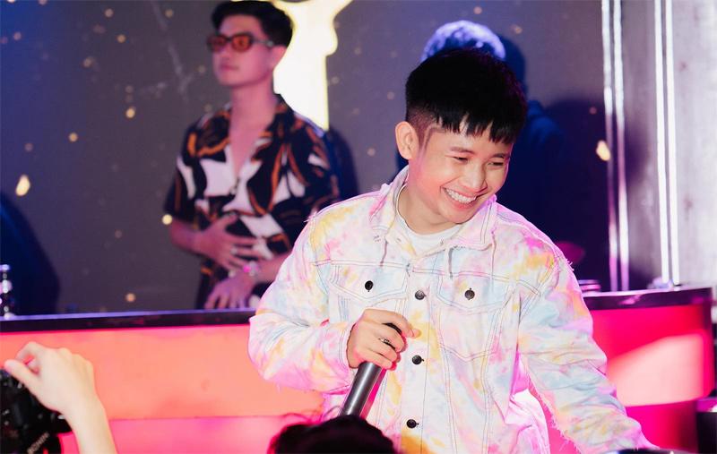 Và tất nhiên không thể thiếu Ricky Star với hững ca khúc được yêu thích tại Rap Việt như Bắc Kim Thang và 'múa đường quyền' với Tiến Hoá.