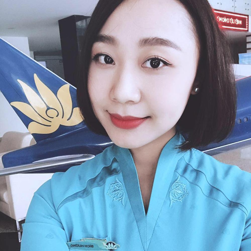Bích Hường gắn bó với công việc tiếp viên hàng không mơ ước được 4 năm. Sau tai nạn, cô mất việc, chuyển sangbán hàng online để trang trải cuộc sống