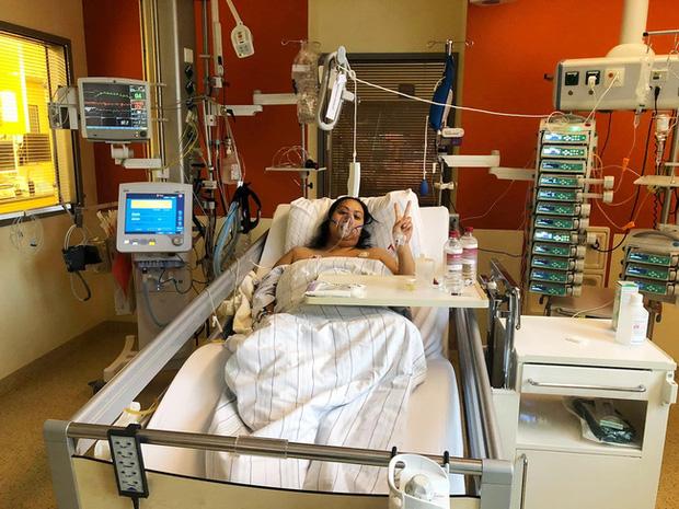 Khoảnh khắc lạc quan trên giường bệnh của Brittanya trong những ngày cuối đời.