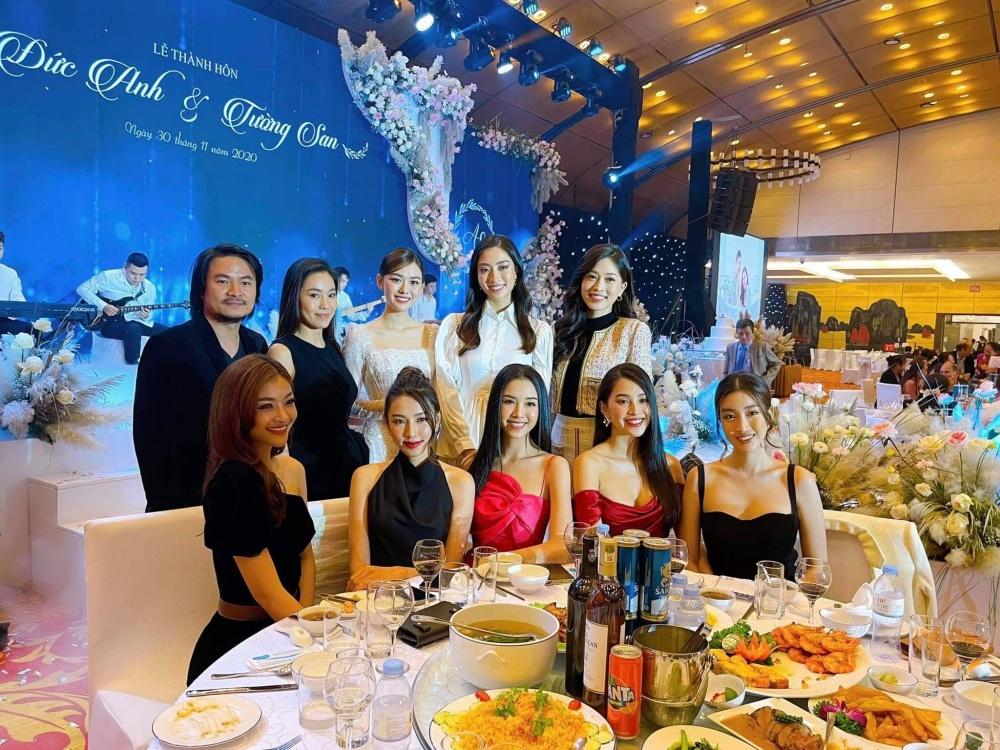 Dàn người đẹp xuất hiện tại đám cưới Á hậu Tường San, 'lập band' thể hiện tài năng ca hát 0