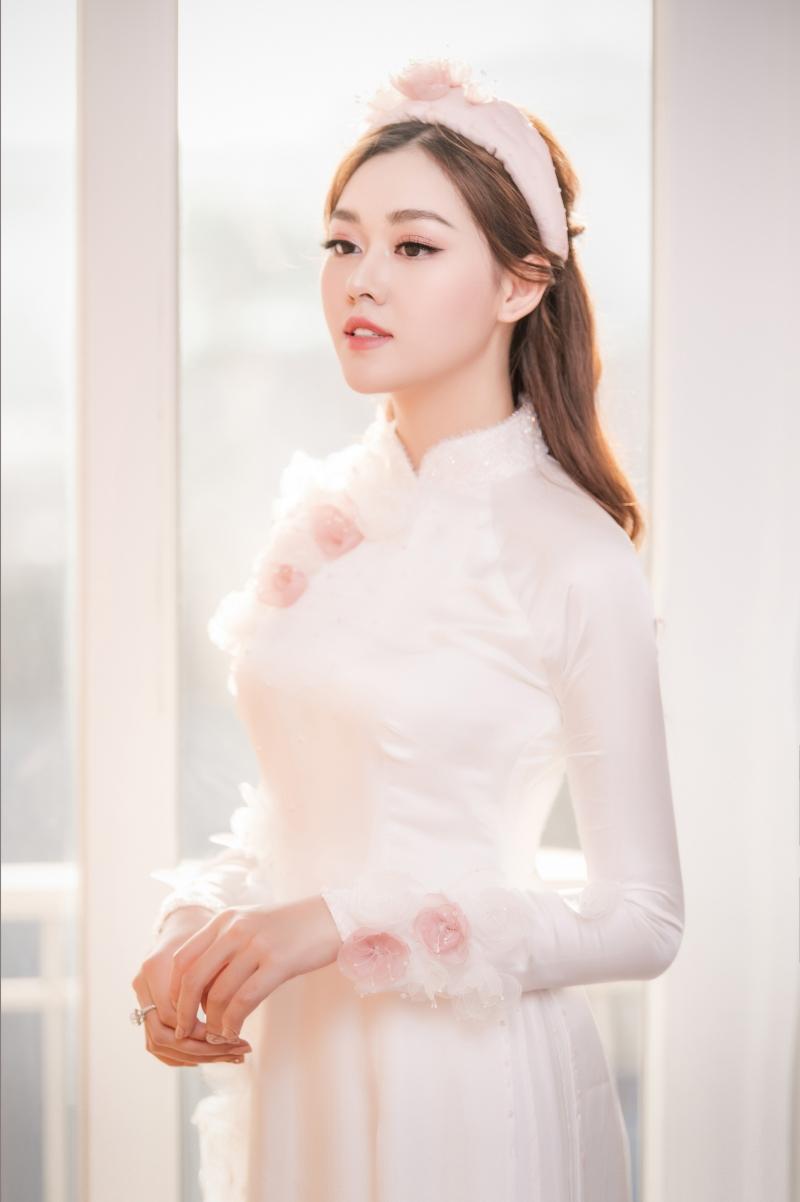 Hoa hậu Tường San xinh đẹp trong ngày cưới.