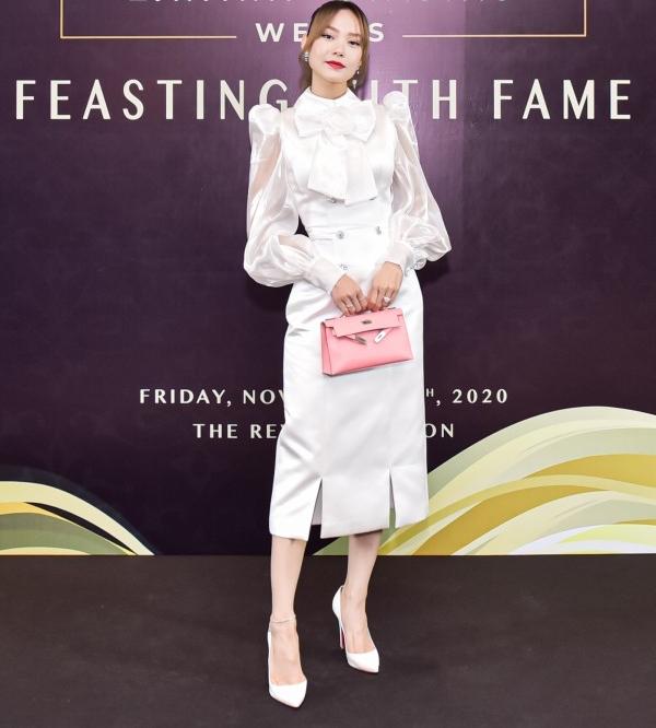 Diễn viên, ca sĩ Minh Hằng nổi bật khi xuất hiện trong chiếc váy trắng được thiết kế nhã nhặn, lịch sự