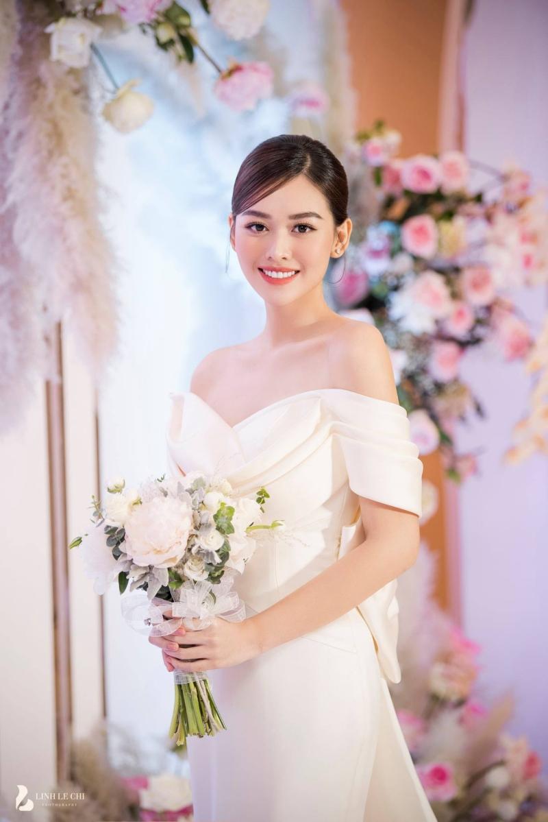 Dù kết hôn khi còn trong nhiệm kỳ và ở độ tuổi khá trẻ, Á hậu Tường San vẫn nhận được sự chúc phúc từ người hâm mộ.