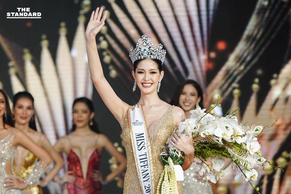 ''Đổ gục'' với nhan sắc của Tân Hoa hậu Chuyển giới Thái Lan, ảnh thời đi học mới thực sự ''gây sốt'' 3