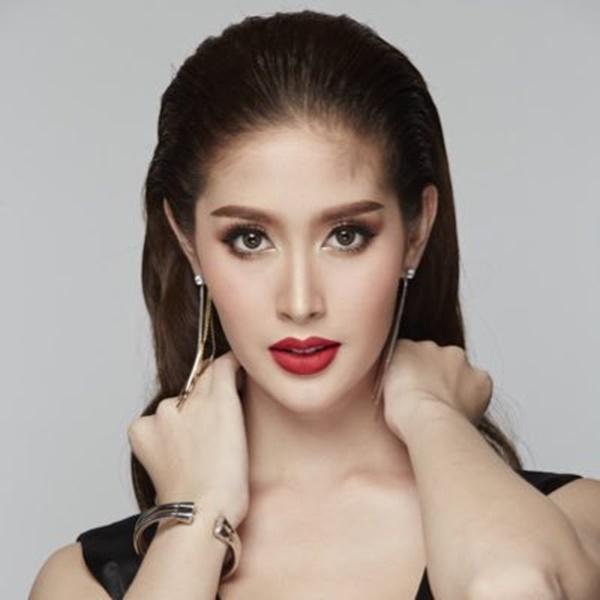 ''Đổ gục'' với nhan sắc của Tân Hoa hậu Chuyển giới Thái Lan, ảnh thời đi học mới thực sự ''gây sốt'' 6