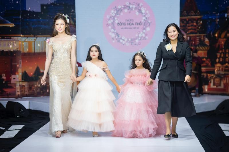 Á hậu Huyền My cùng mẹ con Hồng Quế và Nguyễn Hợp tham gia show thời trang, quyên góp ủng hộ miền Trung 0