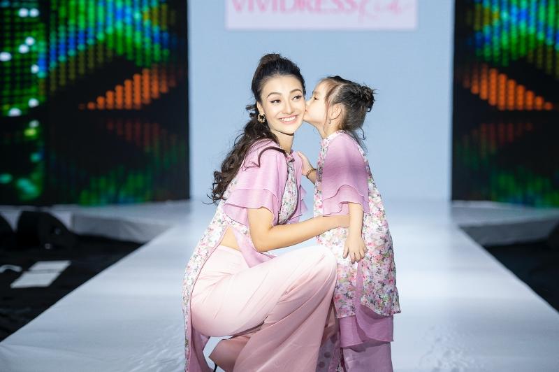 Á hậu Huyền My cùng mẹ con Hồng Quế và Nguyễn Hợp tham gia show thời trang, quyên góp ủng hộ miền Trung 1