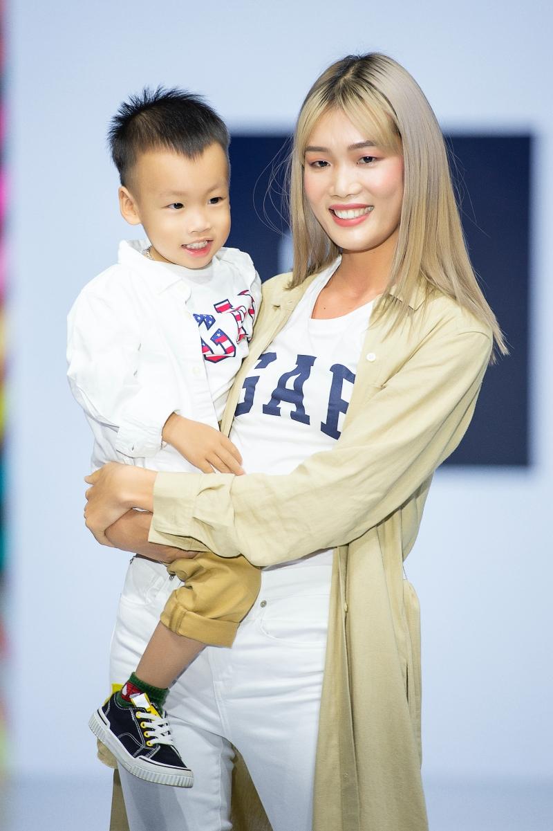 Á hậu Huyền My cùng mẹ con Hồng Quế và Nguyễn Hợp tham gia show thời trang, quyên góp ủng hộ miền Trung 2