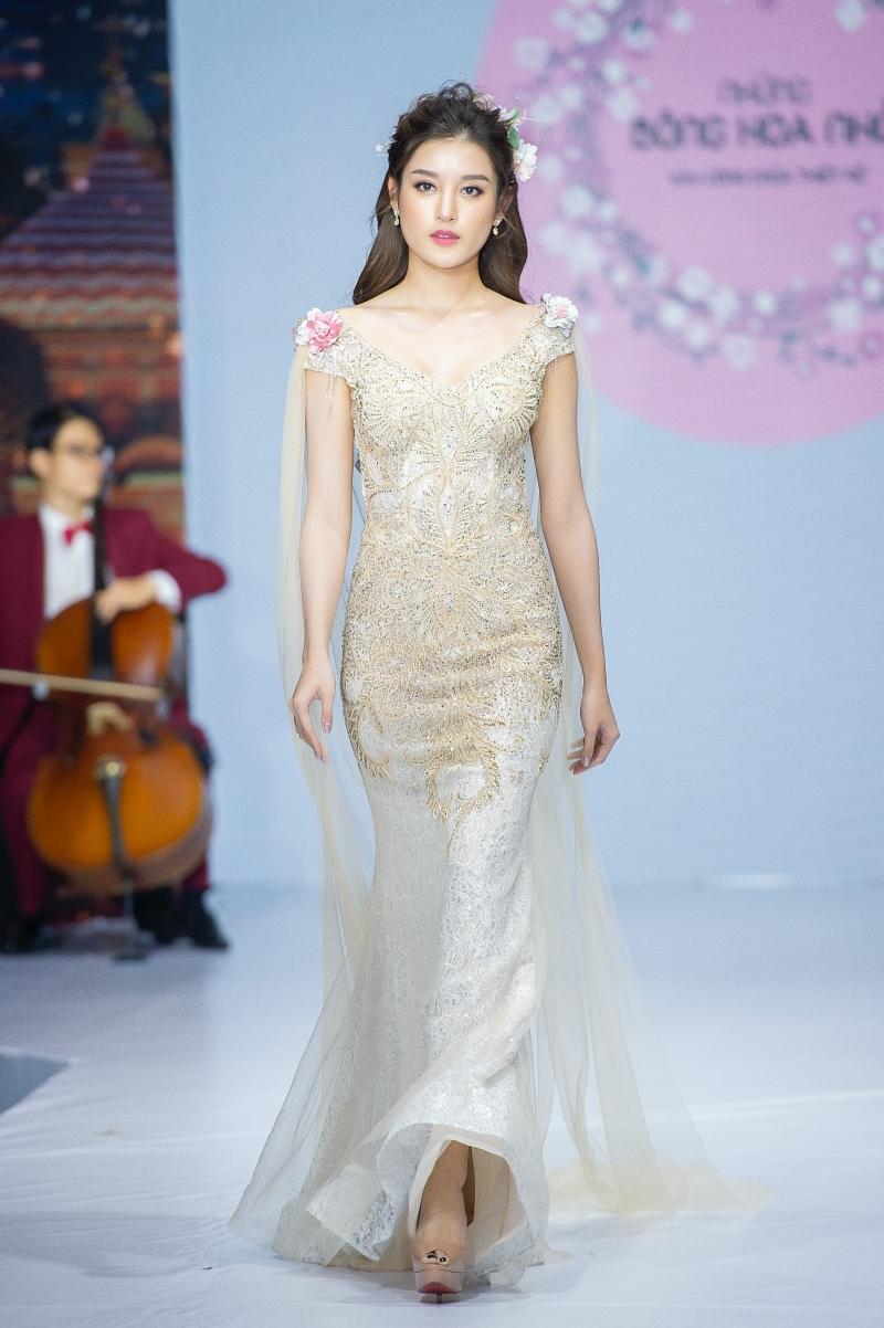 Á hậu Huyền My cùng mẹ con Hồng Quế và Nguyễn Hợp tham gia show thời trang, quyên góp ủng hộ miền Trung 3