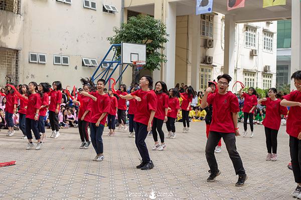 Tlinh cháy hết mình cùng teen Chuyên Sư Phạm Hà Nội trong ngày hội Flashmob Day 6