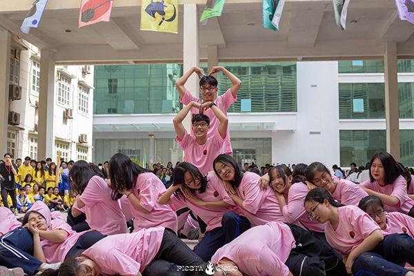 Tlinh cháy hết mình cùng teen Chuyên Sư Phạm Hà Nội trong ngày hội Flashmob Day 5