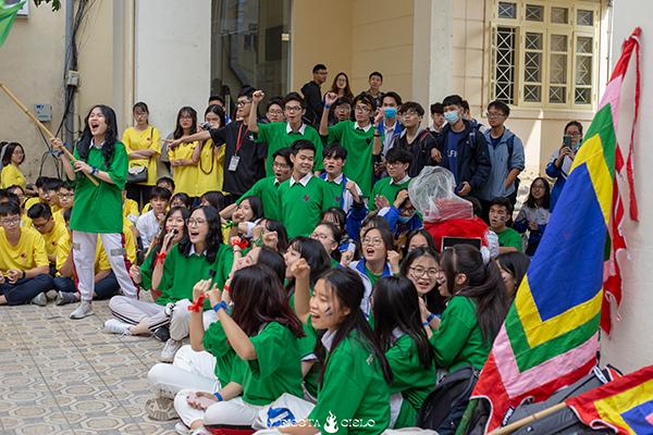 Tlinh cháy hết mình cùng teen Chuyên Sư Phạm Hà Nội trong ngày hội Flashmob Day 8