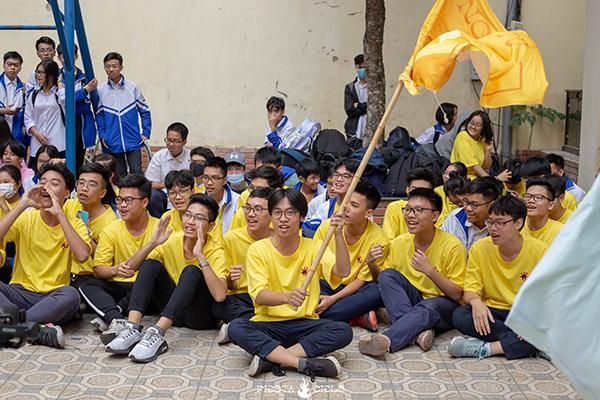 Tlinh cháy hết mình cùng teen Chuyên Sư Phạm Hà Nội trong ngày hội Flashmob Day 9