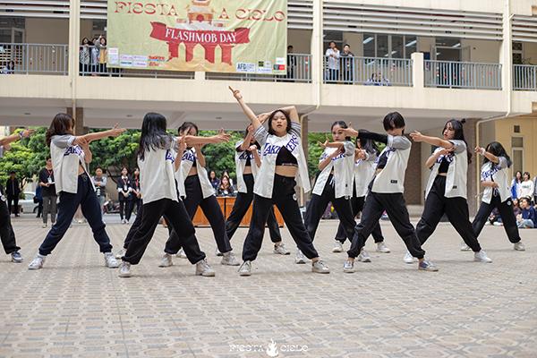 Những bước nhảy sôi động của CLB Nhảy CDT.
