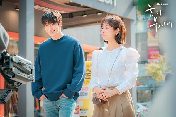 Sự ăn ý đầy ngọt ngào của Han Ji Min và Nam Joo Hyuk trong 'Đôi mắt rực rỡ'