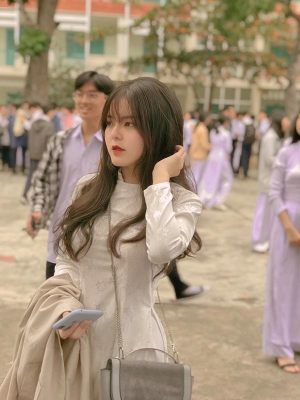 Ngắm loạt nữ xinh trong tà áo dài thướt tha khiến dân tình không khỏi trầm trồ, con gái đẹp nhất là đây chứ đâu! 1